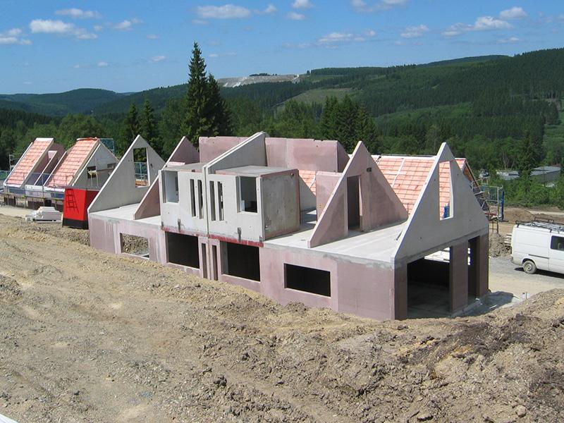 Rohbauten aus vorgefertigten Wand- und Deckenelementen